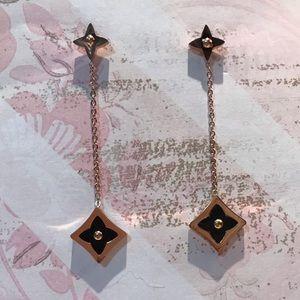 Jewelry - Beautiful Dangled Clove Flower Drop Earrings